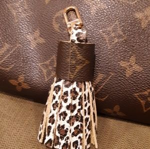 Stunning LV bag charm/ key ring